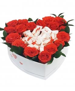 Коробка из цветов с рафаэлло