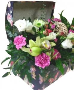 Įvairių gėlių skrynia