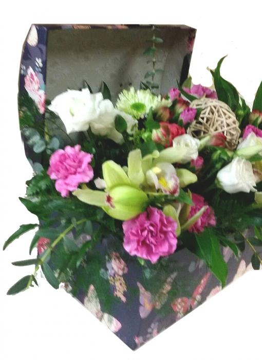 Įvairių gėlių skrynia 1