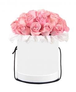 Rožės baltoje dėžutėje