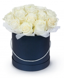 Rožės mėlynoje dėžutėje